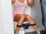 I Caught My Girfriends Mom In Toilette